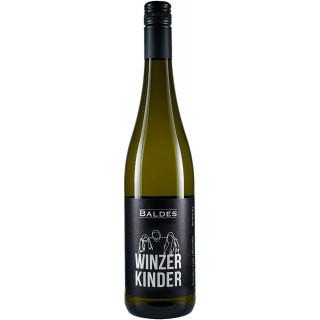 """2017 Zeller Schwarze Katz Riesling """"3 Winzerkinder"""" trocken - Weingut Baldes"""