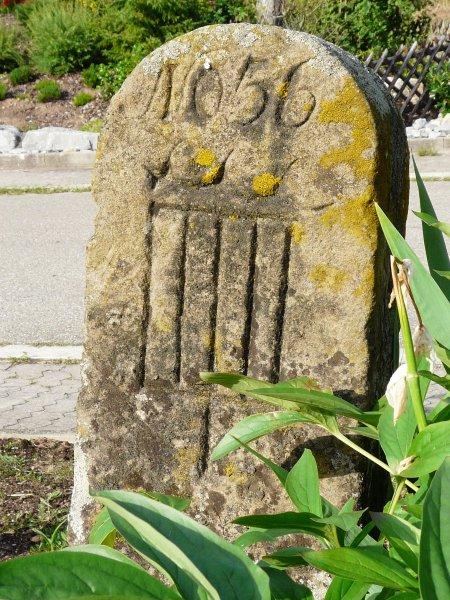 Grenzstein markiert die einstige Grenze zwischen Baden und Württemberg